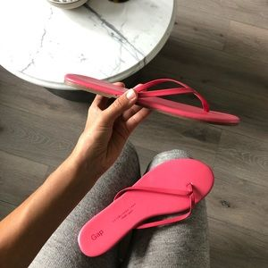GAP pink leather upper flip flops new sz 10